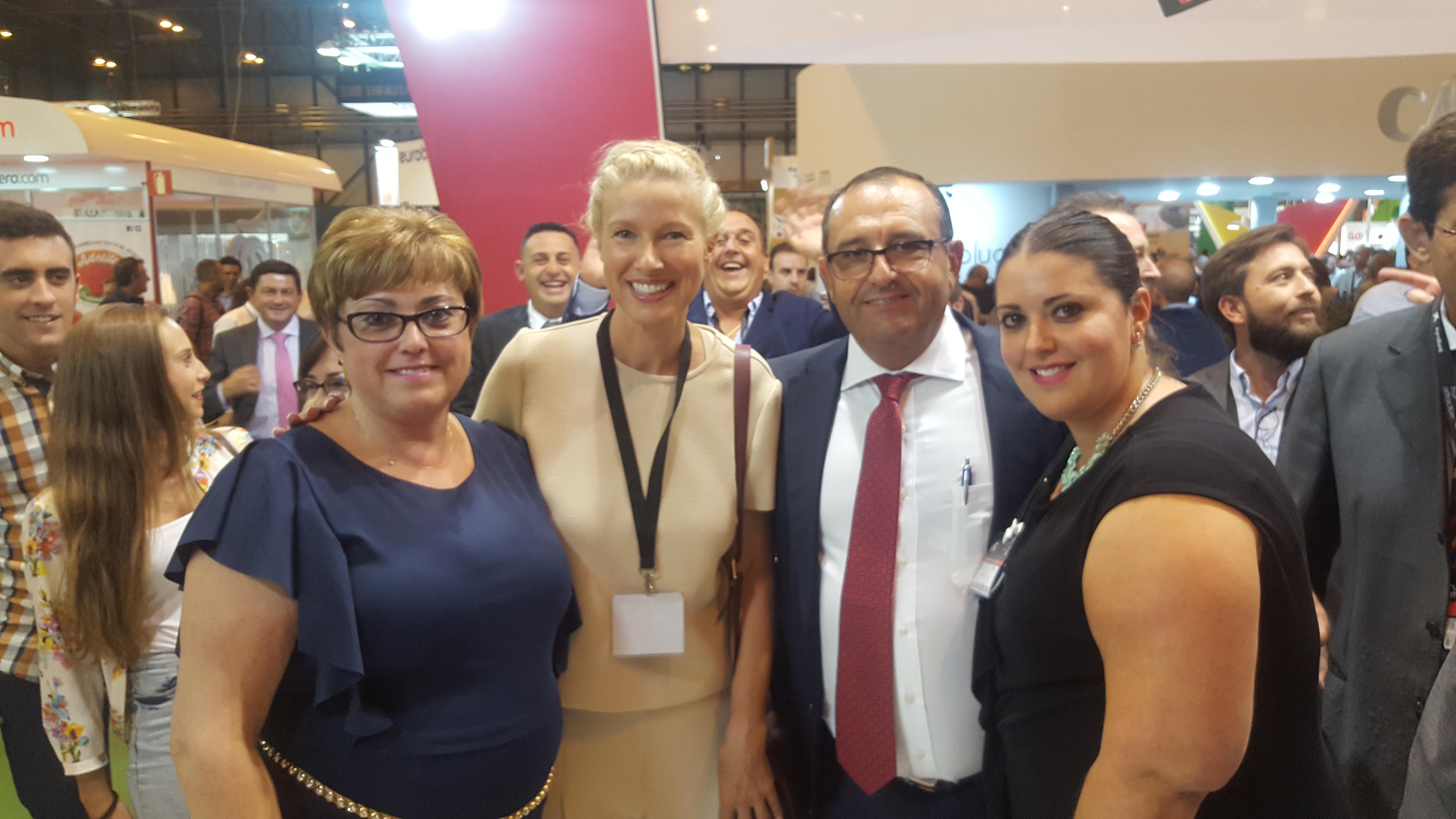 Familia Navarro de Haro con Anne Igartiburu