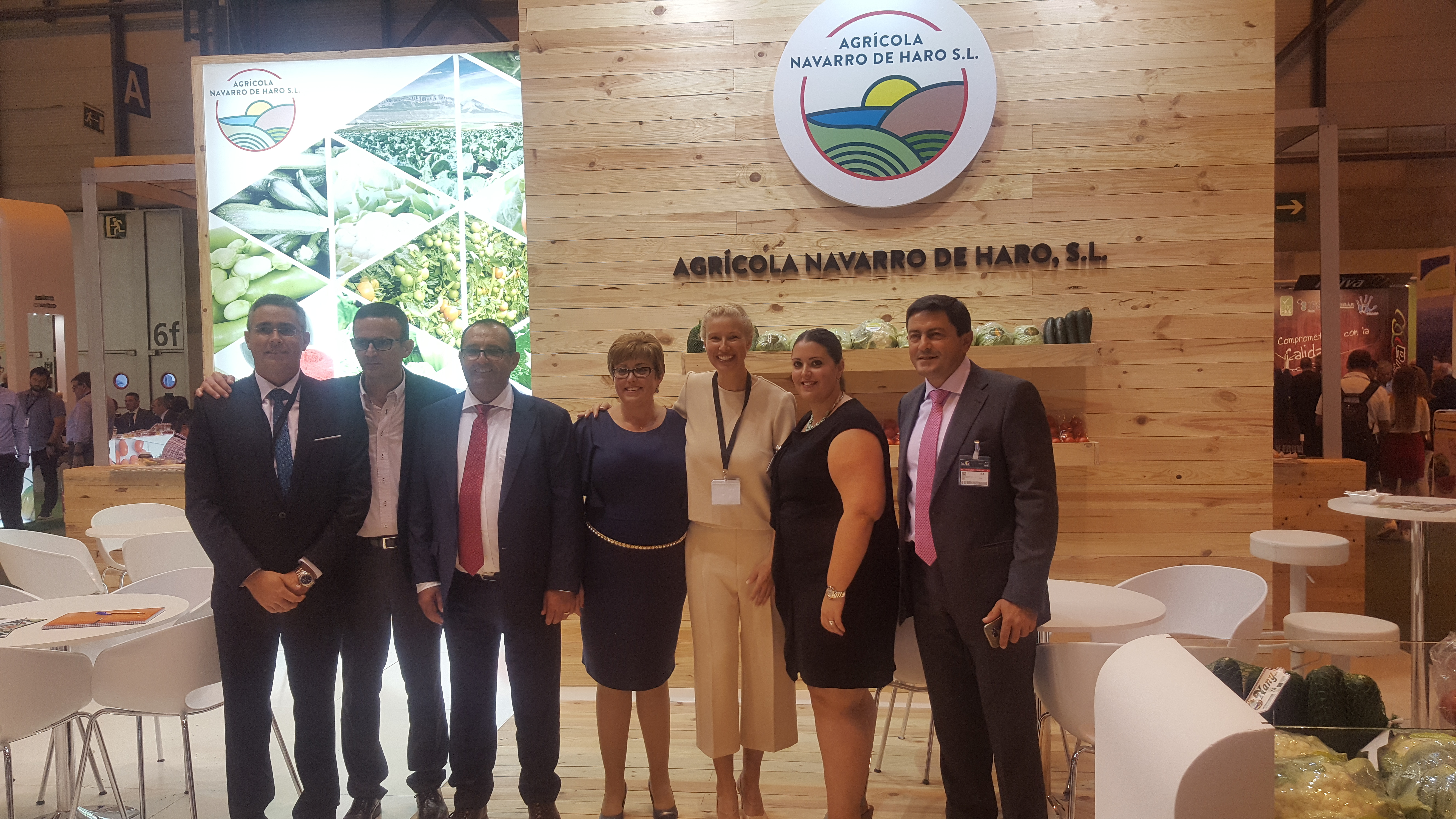 El equipo de Agrícola Navarro de Haro con Anne Igartiburu