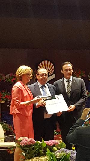 Jose-Navarro-de-Haro-recibiendo-premio